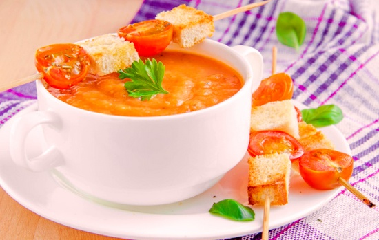 Вариант сервировки томатного холодного супа