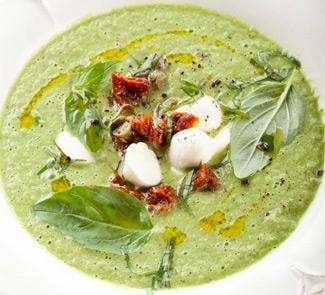 Холодный огуречный суп с моццареллой