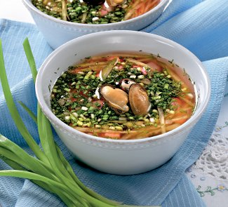 Холодный суп из ревеня с мидиями