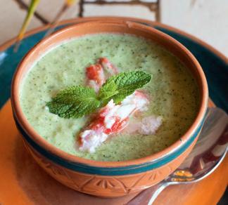 Суп из огурцов с крабами